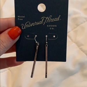 Universal thread dangly earrings